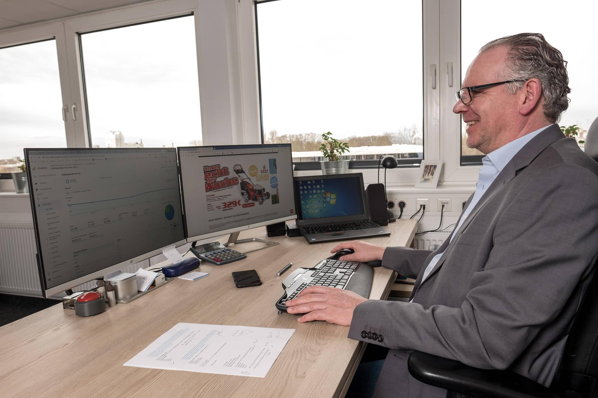 Martin Witte kontrolliert die verschiedenen Funnel Elemente