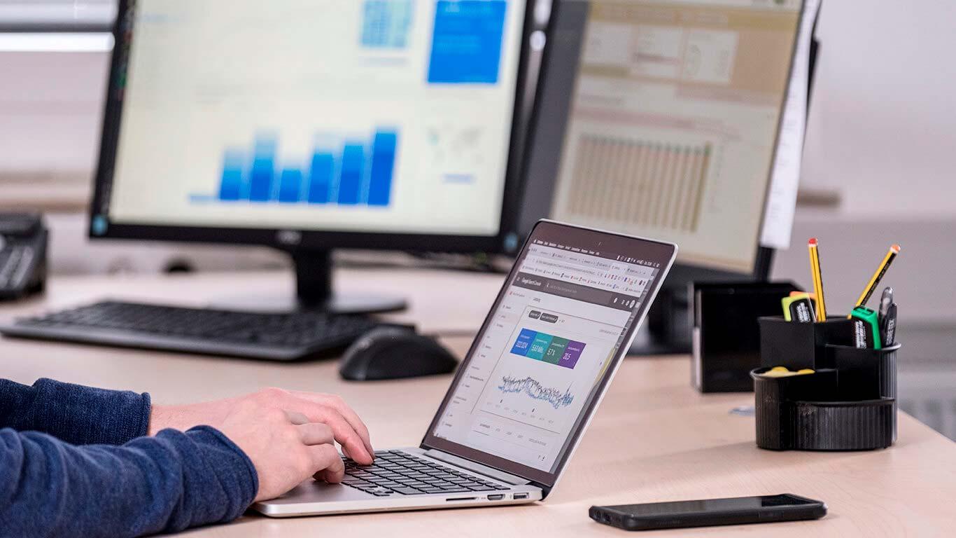 SEO-Optimierung am Laptop